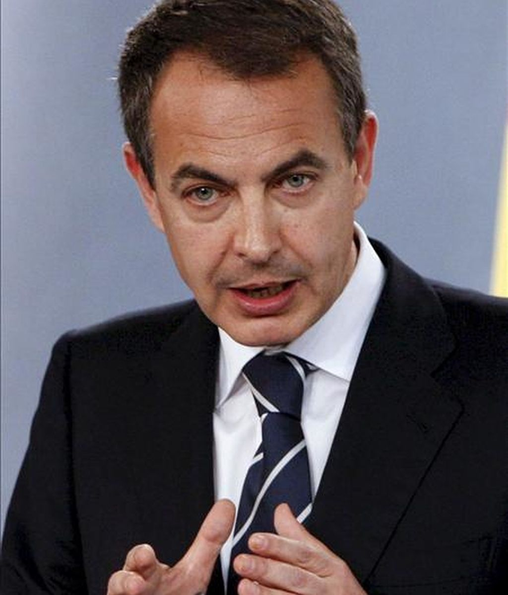 El presidente del Gobierno, José Luis Rodríguez Zapatero, acusa a Mayor Oreja de haber alejado a España del corazón de Europa. En la imagen, Zapatero durante una rueda de prensa. EFE/Archivo