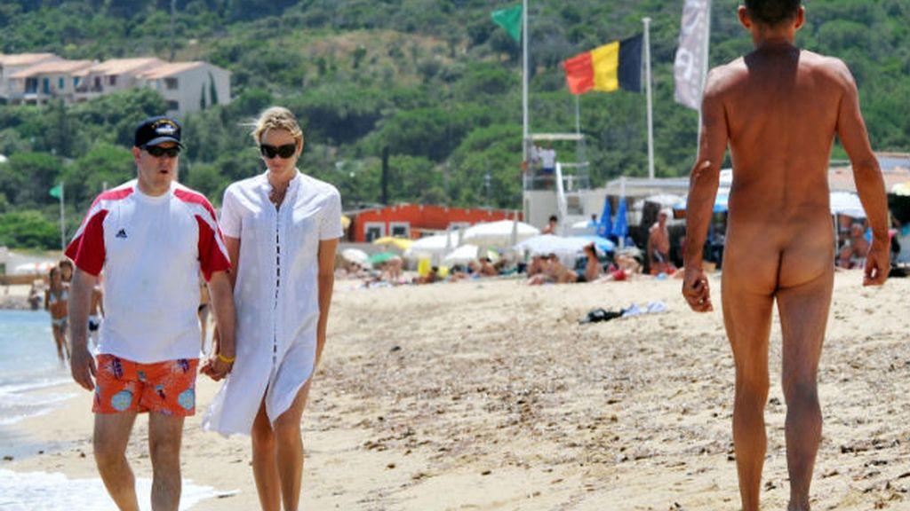 Alberto II de Mónaco y su esposa prefieren que los que luzcan cuerpo sean otros...