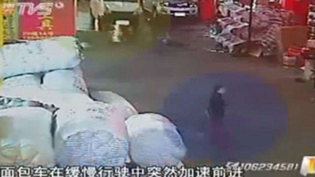 Una niña china, atropellada dos veces ante la indiferencia de los transeúntes