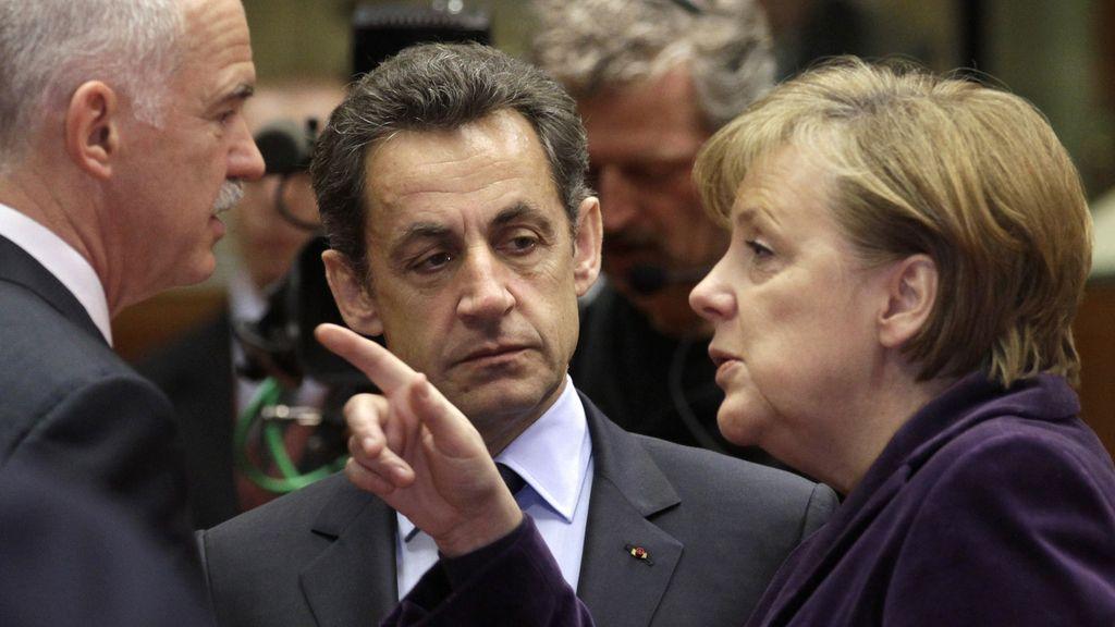 Imagen de archivo del primer ministro griego junto a Merkel y Sarkozy