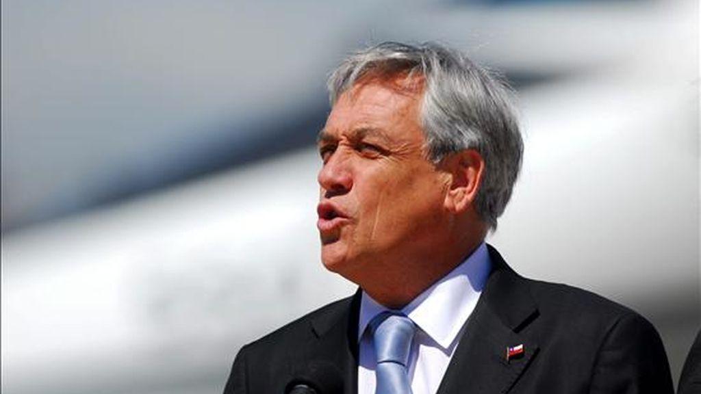 El nivel de rechazo es el mayor que recibe Piñera desde que llegó a La Moneda, en marzo de 2010, y su aprobación inferior al promedio del 52% que recibió en sus primeros diez meses de gestión, según los responsables de la encuesta. EFE/Archivo