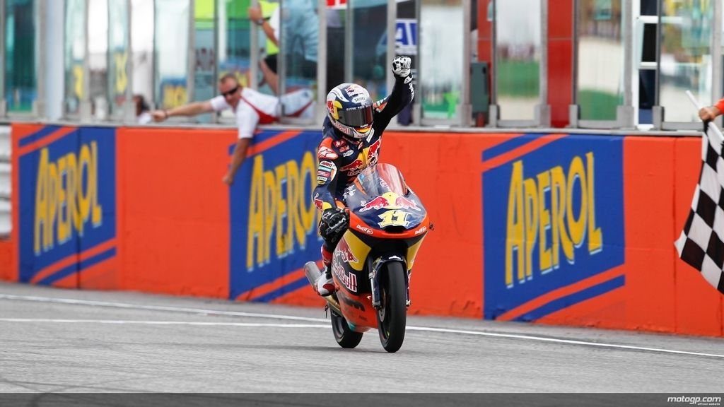 Brazo en alto: Cortese celebra con rabia su triunfo de Moto3