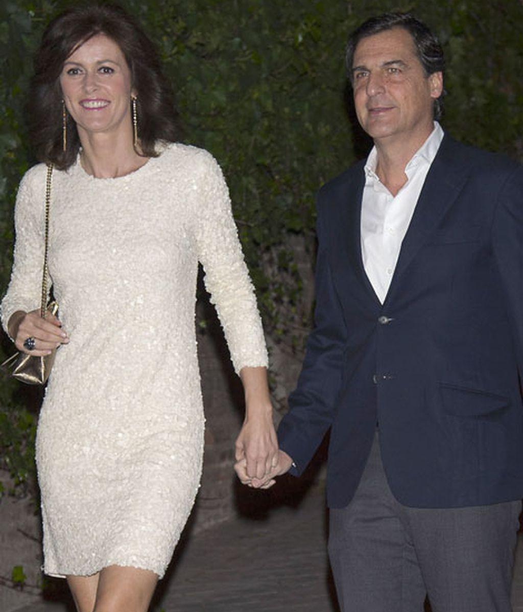 Nuria March y su marido, José María Pasquín, llegando a la fiesta