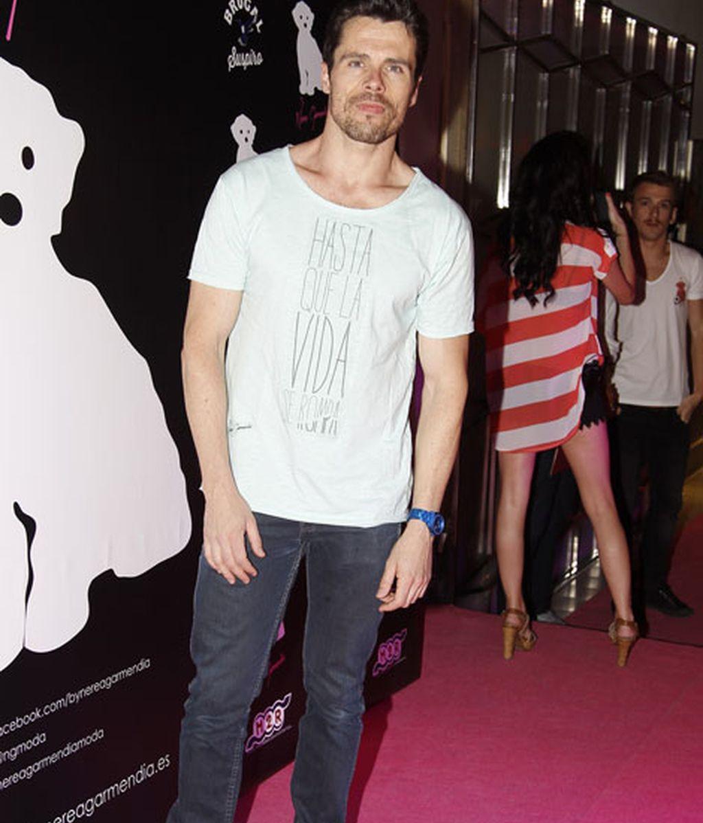 El actor Octavi Pujades con una camiseta diseñada por Garmendia