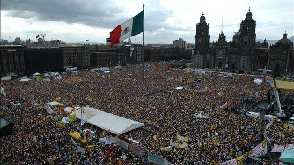 """En la consulta, realizada a casi 5.000 mexicanos, solo un 9% manifestó """"un alto interés en la política y menos de la cuarta parte dijo haber participado en actividades políticas distintas a la emisión del voto"""". EFE/Archivo"""