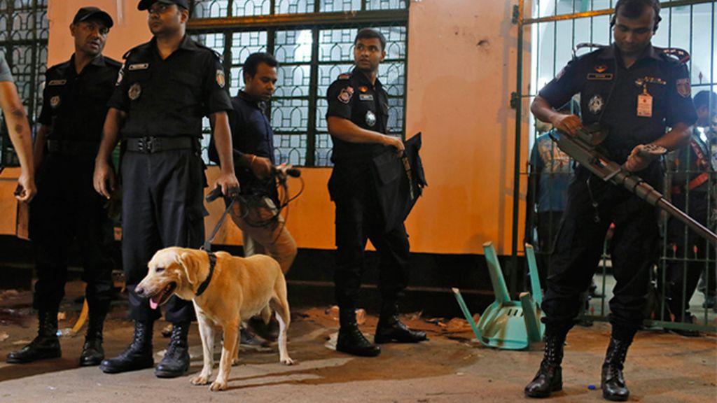 Policías de Bangladesh