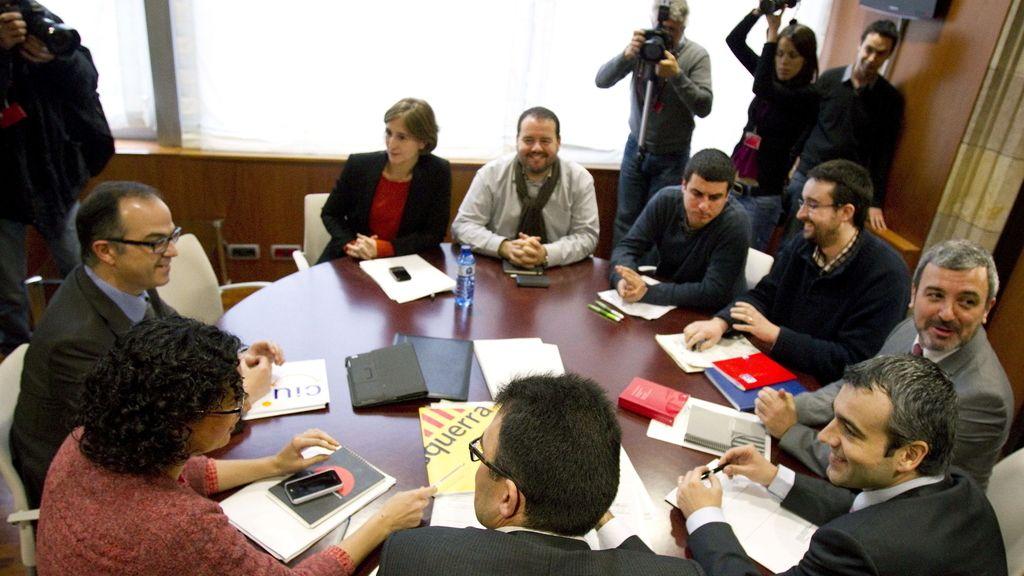 Los partidos catalanes a favor del derecho a decidir negocian una postura común
