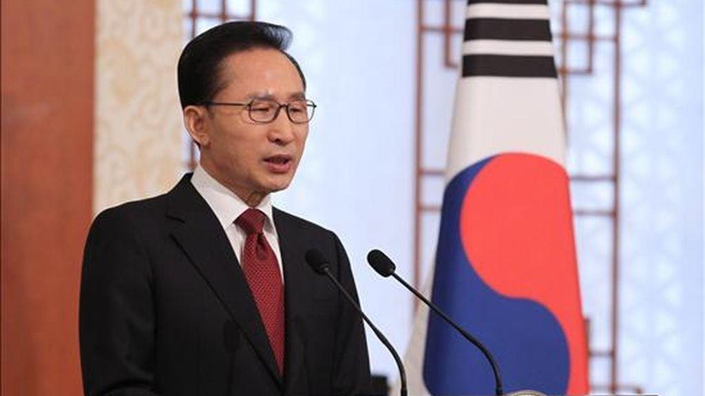 El presidente surcoreano, Lee Myung-bak, durante su discurso de año nuevo en su oficina presidencial en Seúl, Corea del Sur. EFE/Archivo