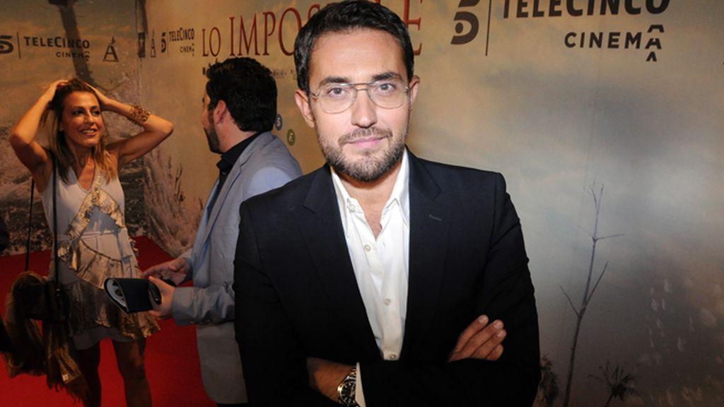 """Máxim Huerta sacó un hueco de la promoción de su tercera novela, """"Una tienda en París"""", para acudir al estreno de J.A. Bayona"""