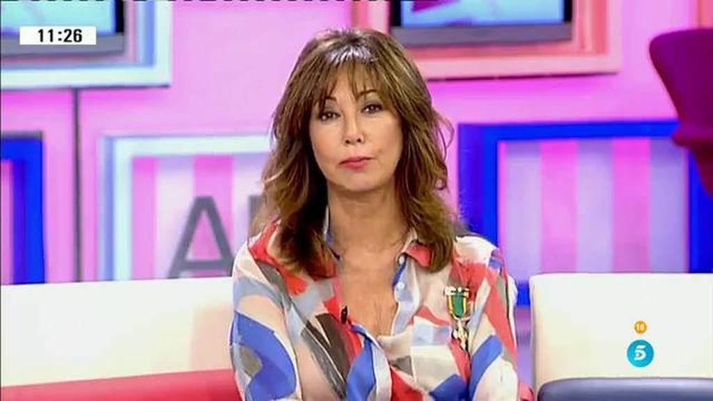 Ana Rosa se pone la medalla del mérito de la policía