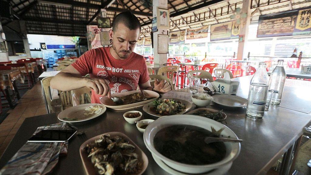 'El Xef' recorre la capital del país asiático en busca de inspiración