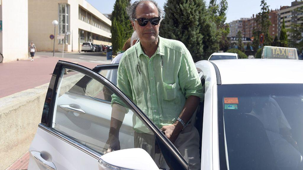 El médico de la plaza, Enrique Crespo, en el hospital de San Jorge