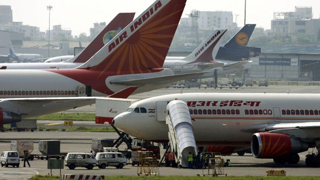 Aviones de Air India estacionados en las pistas del aeropuerto de Bombay