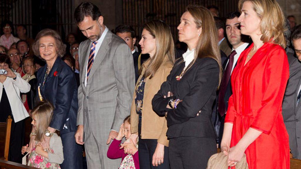 Los príncipes de Asturias y la reina Sofía, en la Misa de Resurrección
