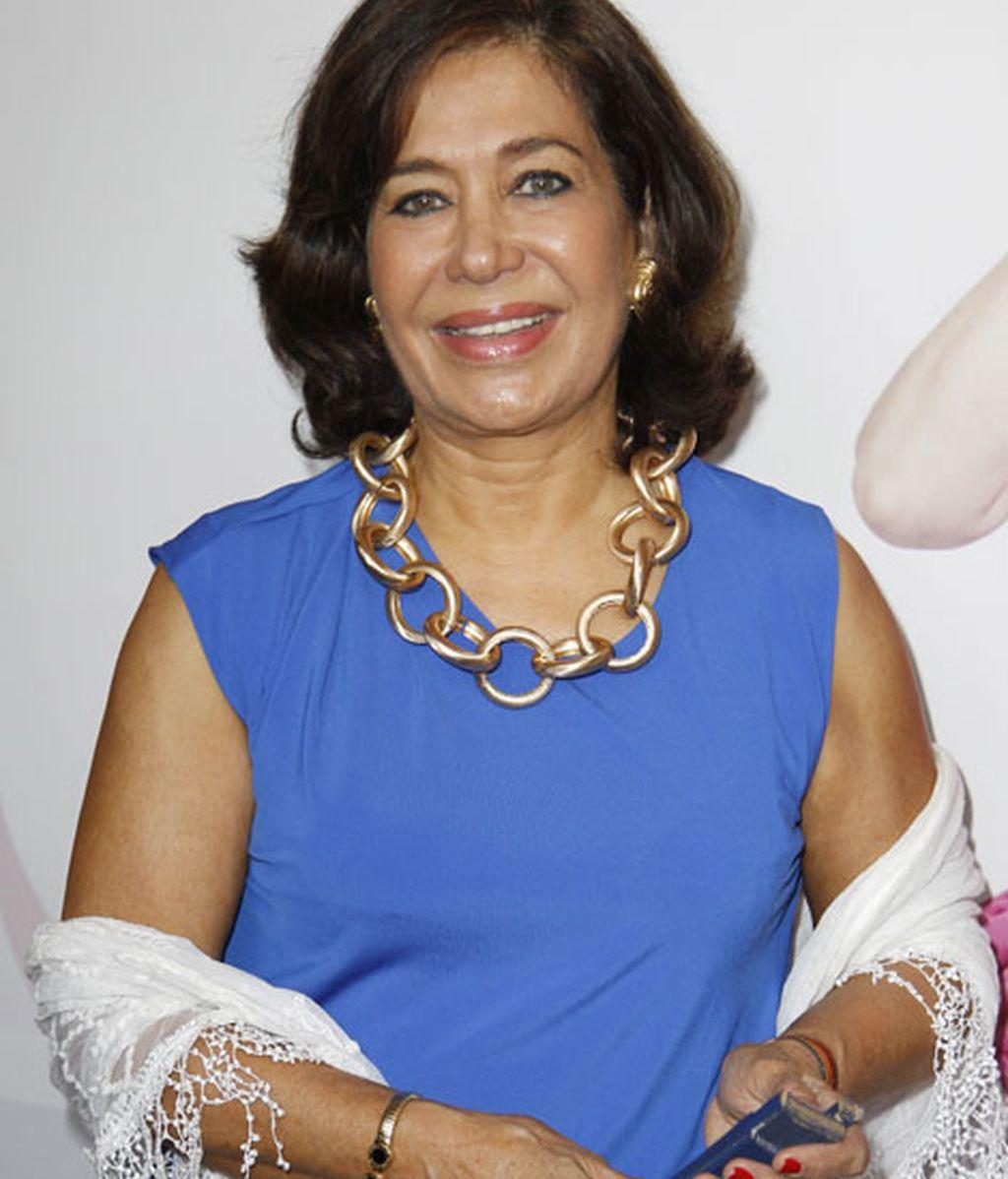 Elena Tablada acudió con un vestido azul