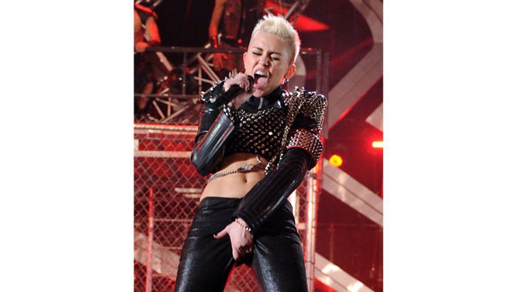 Miley Cyrus muestra su lado más punk y rompedor