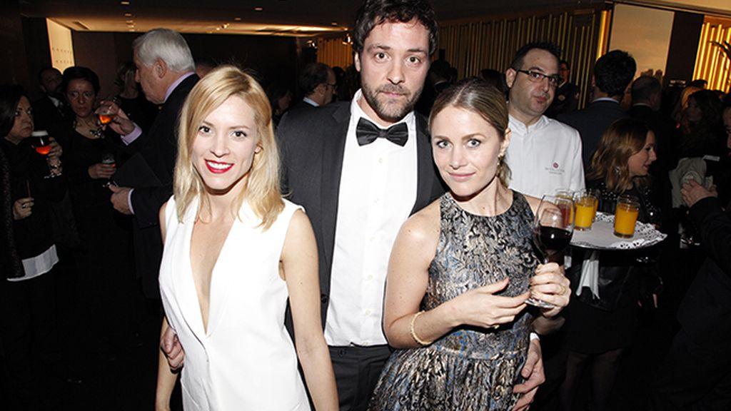 Maggie Civantos disfrutando en la fiesta de Hugo Boss junto a otros invitados