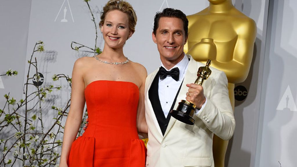 Matthew McConaughey, mejor actor, con Jennifer Lawrence