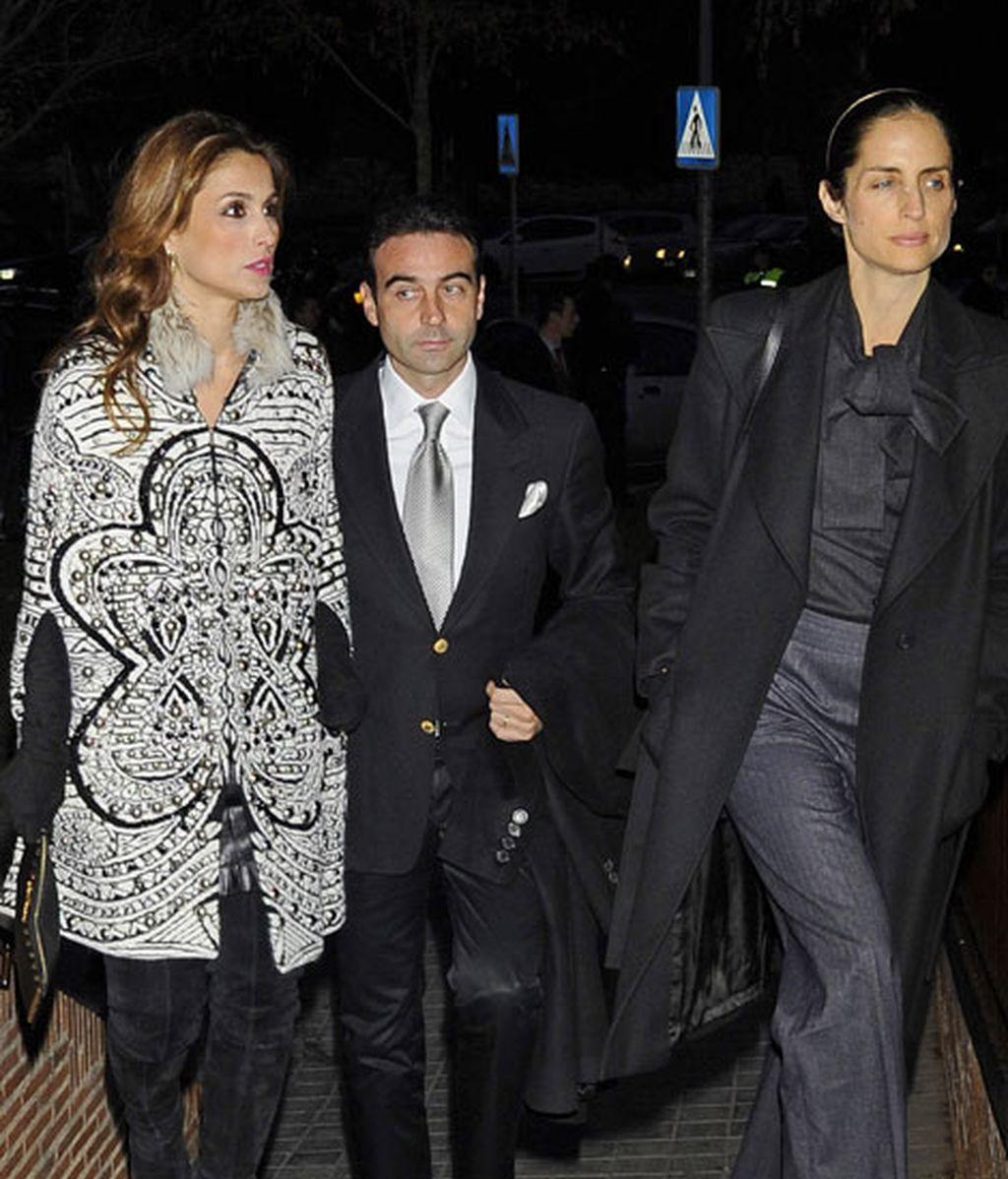 El torero Enrique Ponce junto a Paloma Cuevas y a Carolina Adriana Herrera