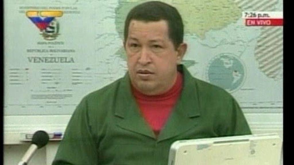 Chávez pide a Clinton que renuncie