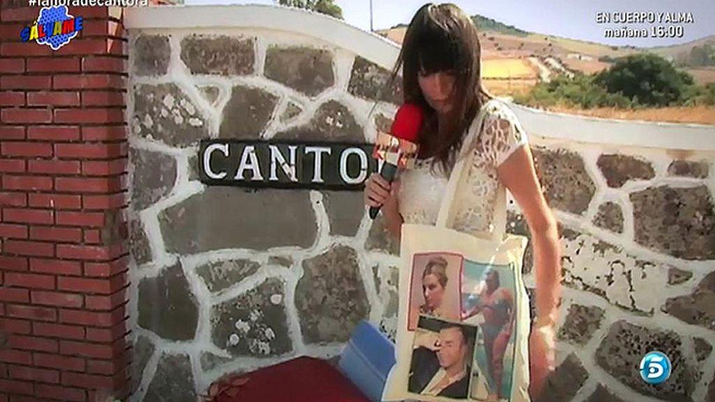 Un bolso con las fotos de Kiko Rivera y los colaboradores del programa