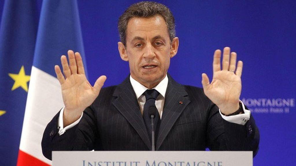 Francia suprimirá 30.000 empleos públicos y creará un impuesto para rentas altas