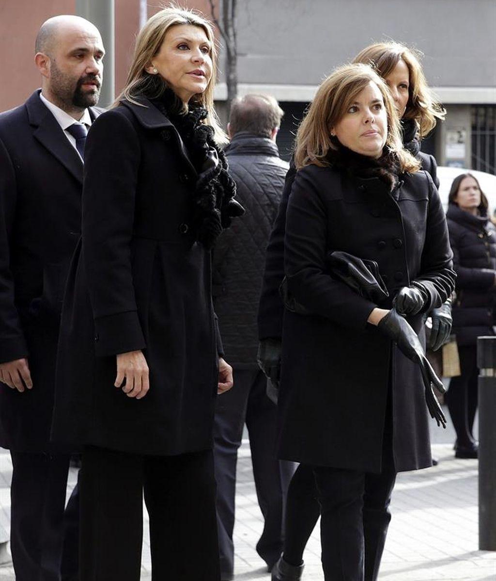 Sáenz de Santamaría en el funeral de José Manuel Lara