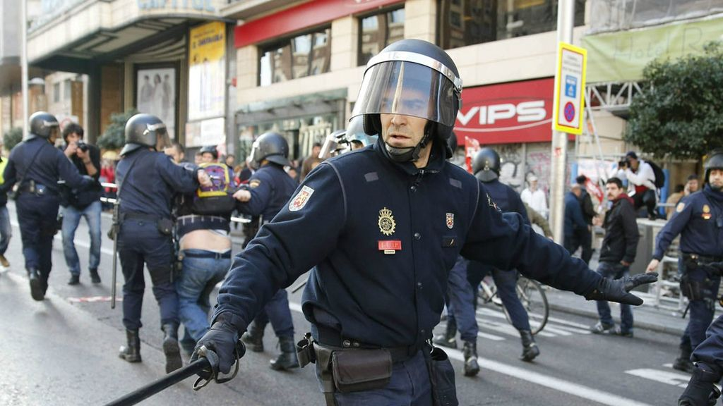 La policía carga en la Gran Vía de Madrid