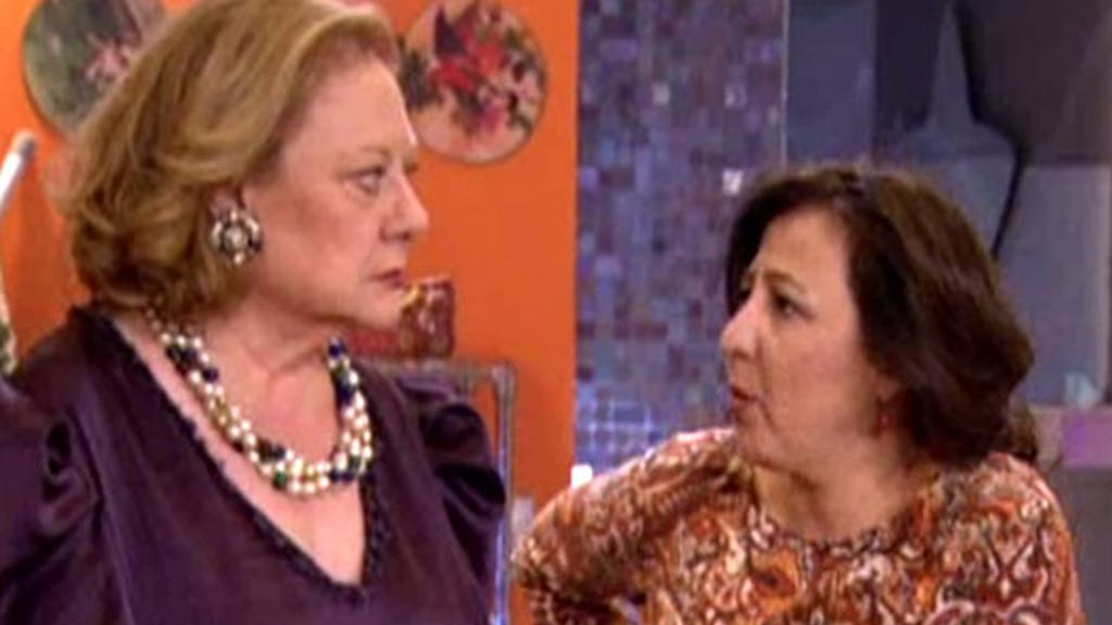 Aída y Eugenia discuten
