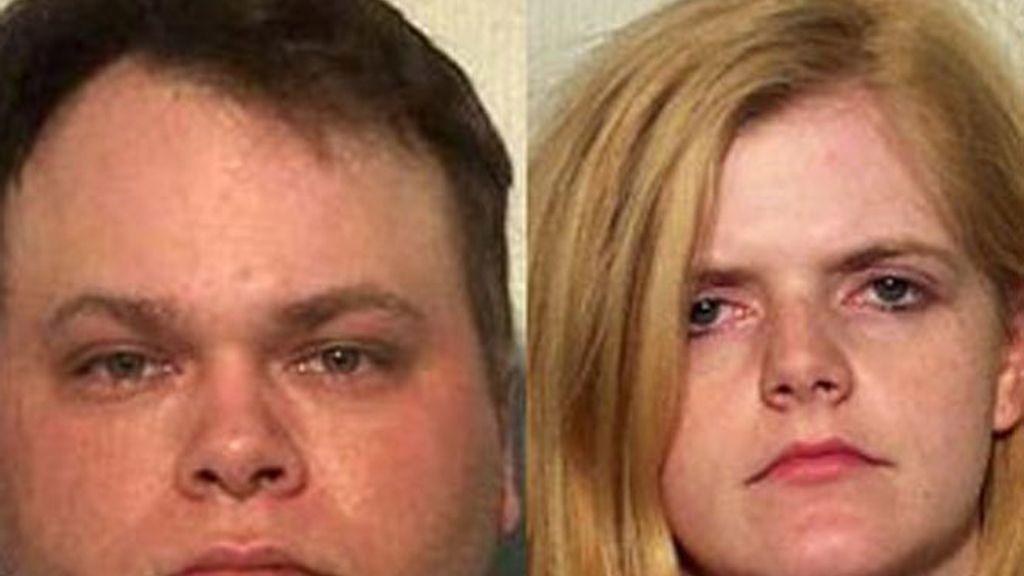 Brian Gore, de 29 años, ha explicado a la policía que la niña estaba en la jaula desde el pasado verano.