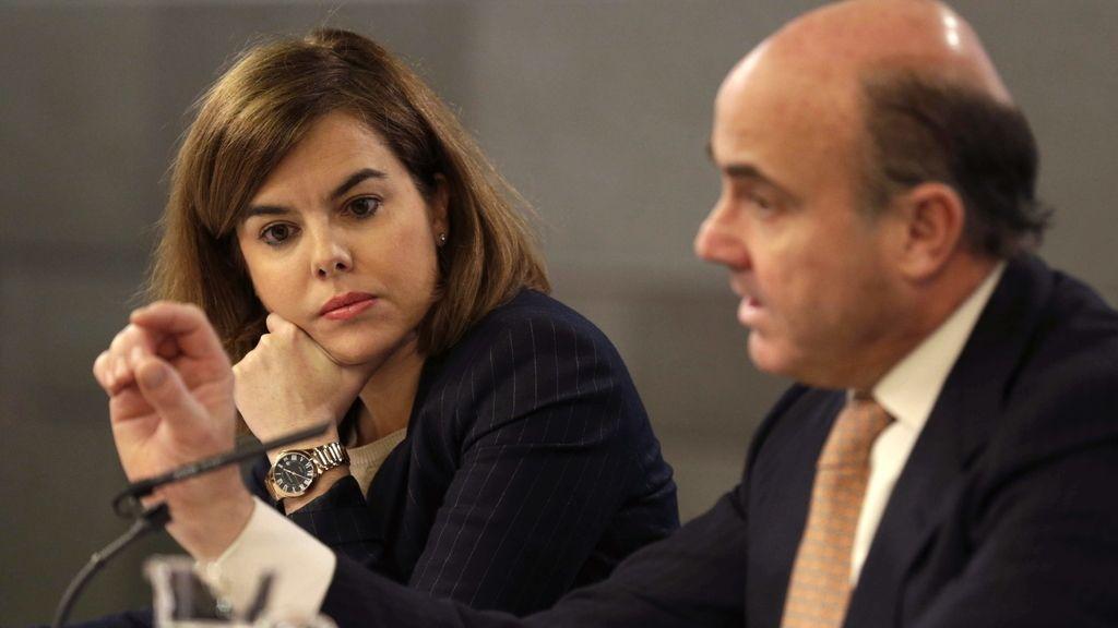 Soraya Sáenz de Santamaría y Luis de Guindos, tras el Consejo de Ministros