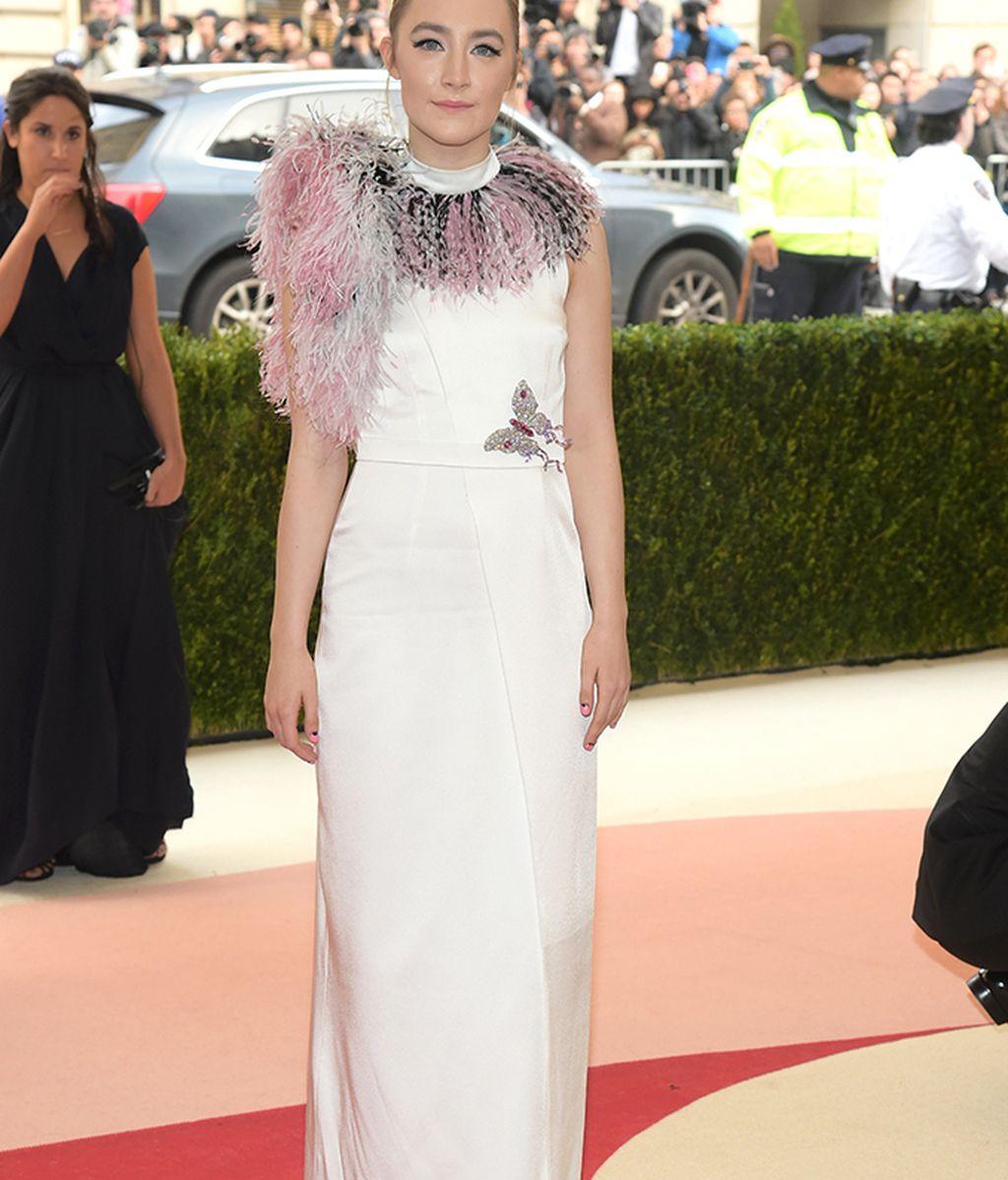 Saoirse Ronan vestida de Christopher Kane