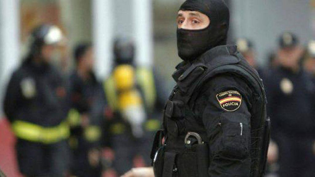 Policía con chaleco antibalas