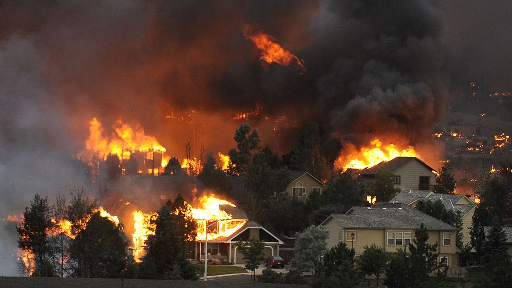 Evacuadas más de 30.000 personas por un incendio en Colorado