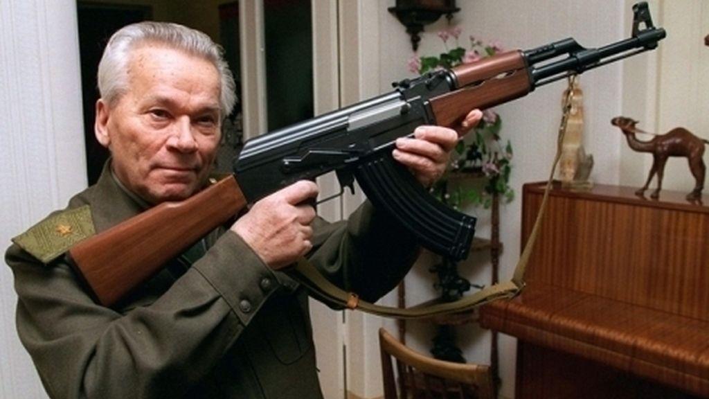 Fallece a los 94 años Mijail Kalashnikov, inventor del AK-47