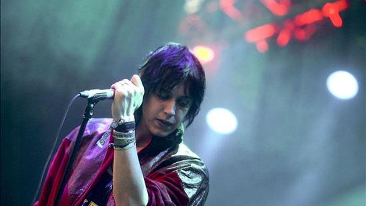 Julian Casablancas, vocalista del grupo estadounidense de inde rock The Strokes, durante su actuación en la XVI Edición del Festival Internacional de Benicássim. EFE/Archivo