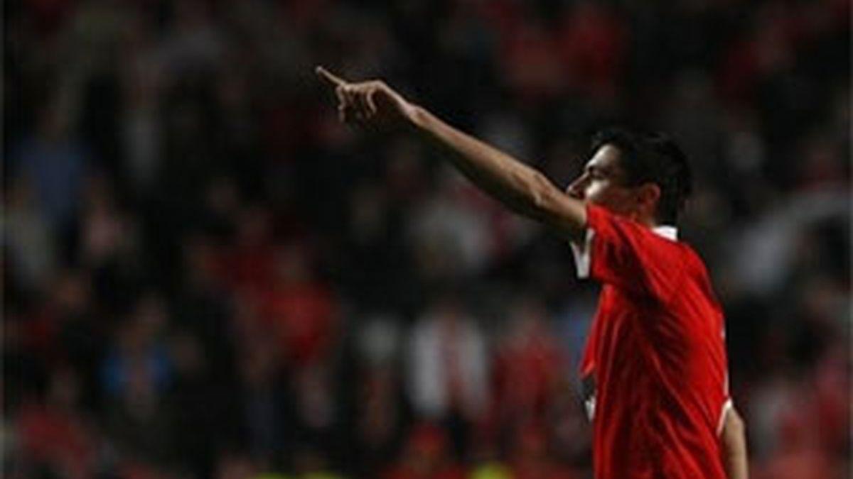 El jugador del Benfica, Cardozo, en el partido contra el Liverpool. Foto: AP.