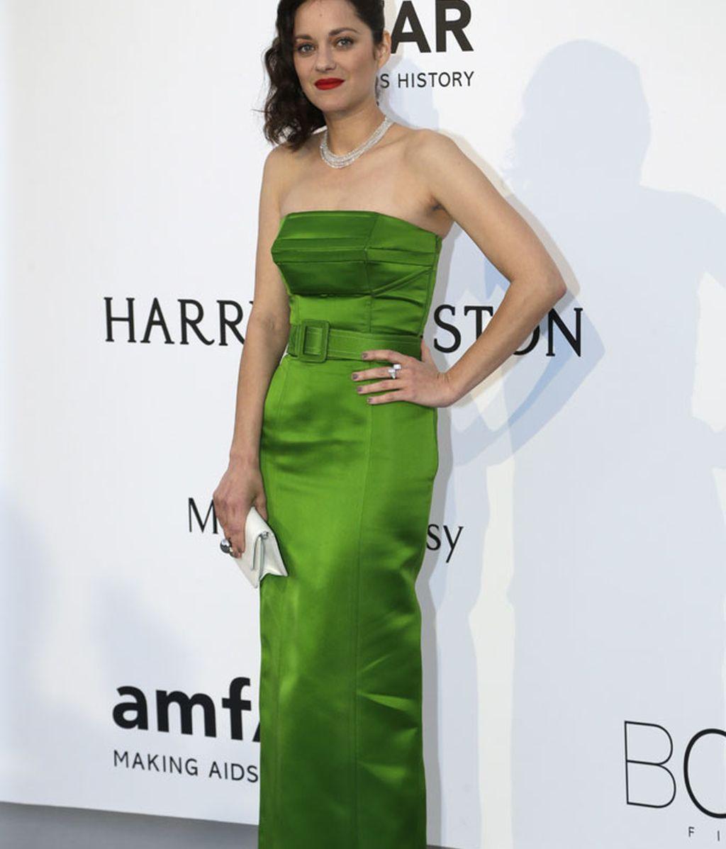 Marion Cotillard con vestido palabra de honor entubado de Jean Paul Gaultier