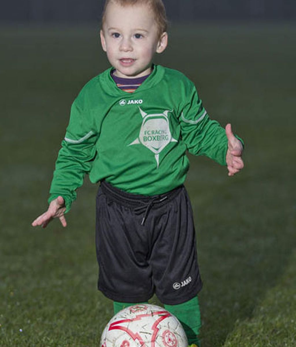 Se convierte en futbolista profesional con tan solo 20 meses