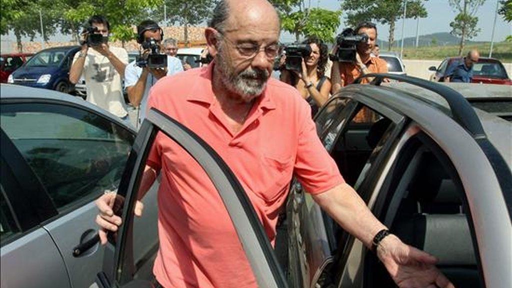 El ex responsable del Palau de la Música Fèlix Millet, sube a un coche tras abandonar la prisión de Brians 2 (Barcelona), el pasado mes de junio. EFE/Archivo