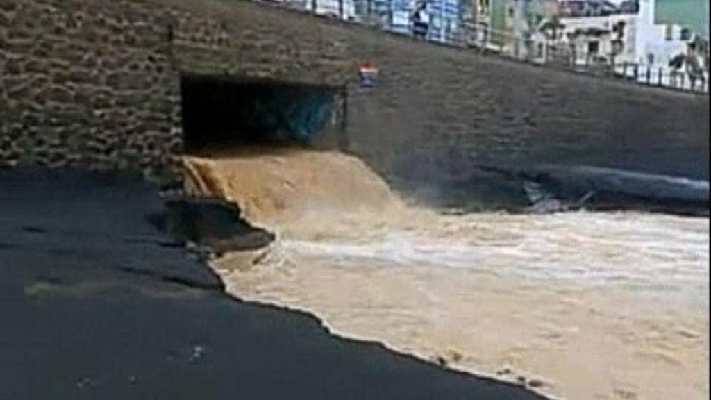 Canarias evalúa los daños del fuerte temporal de viento y lluvia