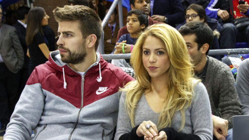 Shakira y Piqué, igual de enamorados en un partido de basket