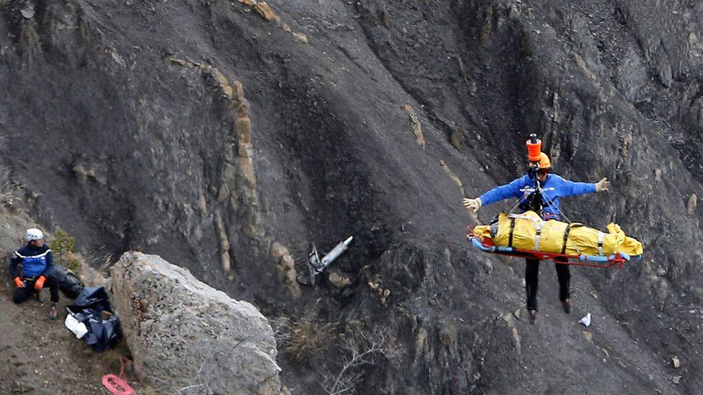 Continúan las labores de rescate de cuerpos en la zona donde se estrelló el avión de Germanwings