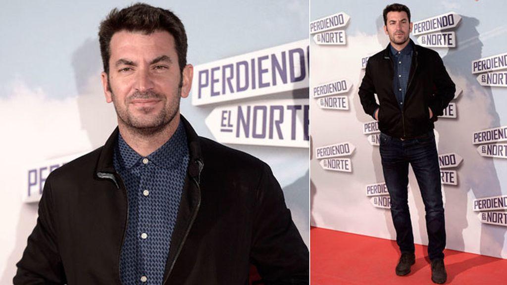 Arturo Valls, que tiene un cameo en 'Perdiendo el Norte', posó en la alfombra roja