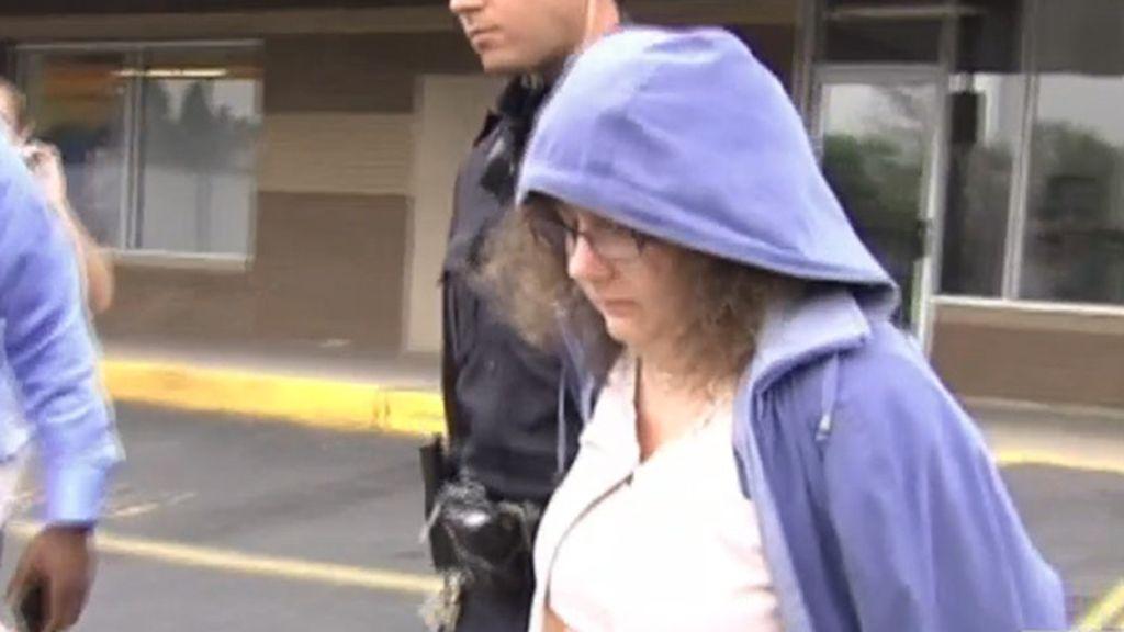 Maestra detenida por mantener relaciones sexuales con un menor
