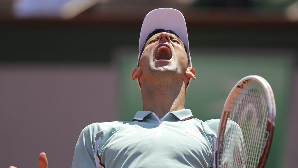 Djokovic lamenta un punto perdido con Nadal.