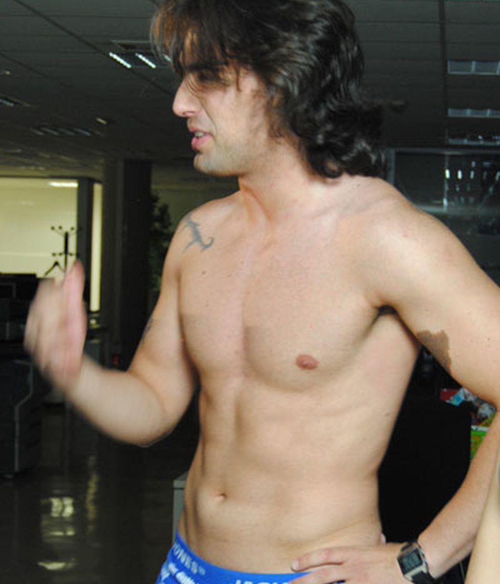 ¡Reche, pillado desnudo con dos chicas!