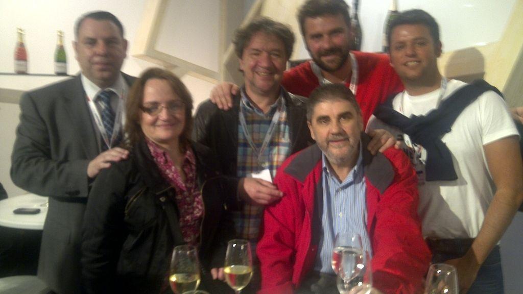José Luis, con su familia, 5 días después de su salida del hospital celebrándolo en la Feria Gastronómica de Barcelona
