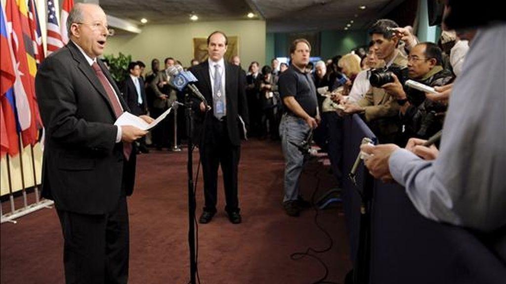 El embajador de México ante la ONU y presidente del Consejo de Seguridad durante abril, Claude Heller, durante una sesión de emergencia del organismo como consecuencia del lanzamiento de un cohete por parte de Corea del Norte. EFE
