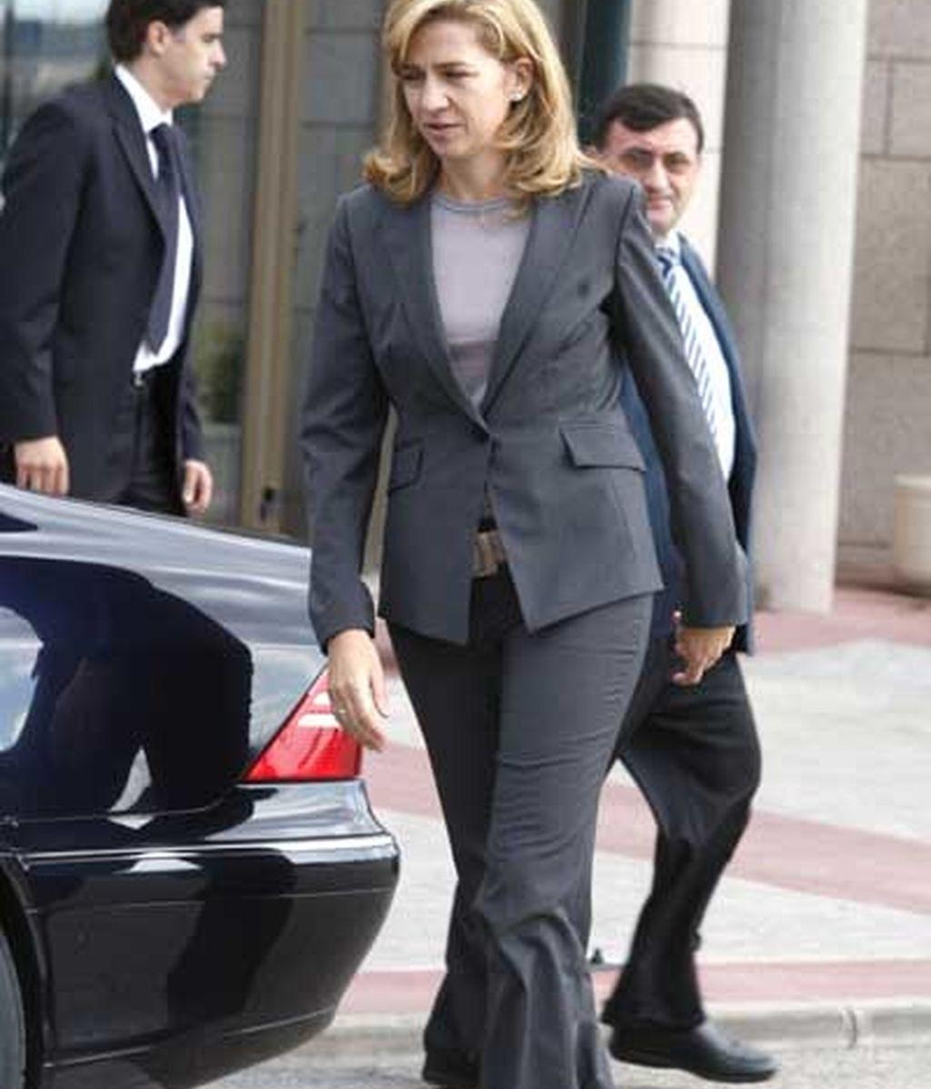 La Infanta Cristina, saliendo del tanatorio
